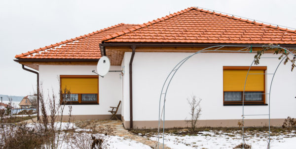 Předokenní rolety jsou ideální volba pro montáž do původních oken