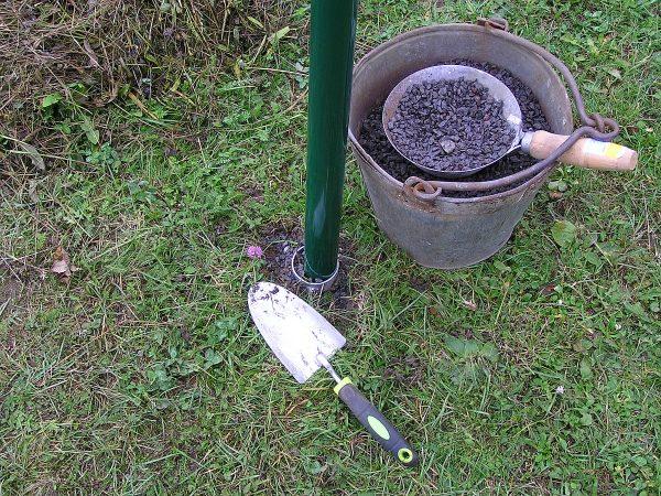 zasypání sloupku zemního vrutu