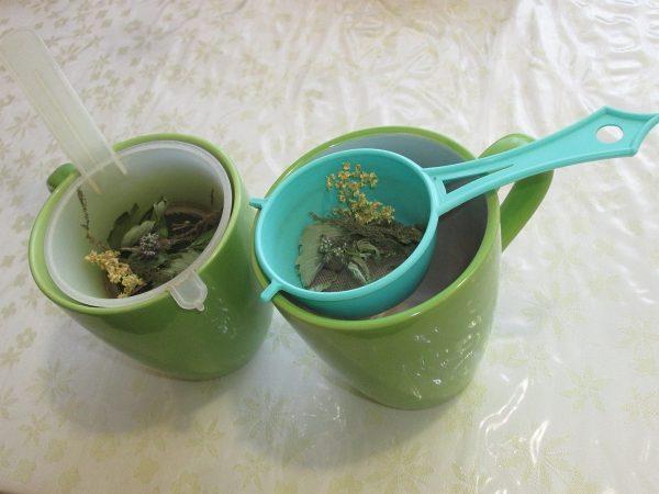 čaj z vlastních bylinek