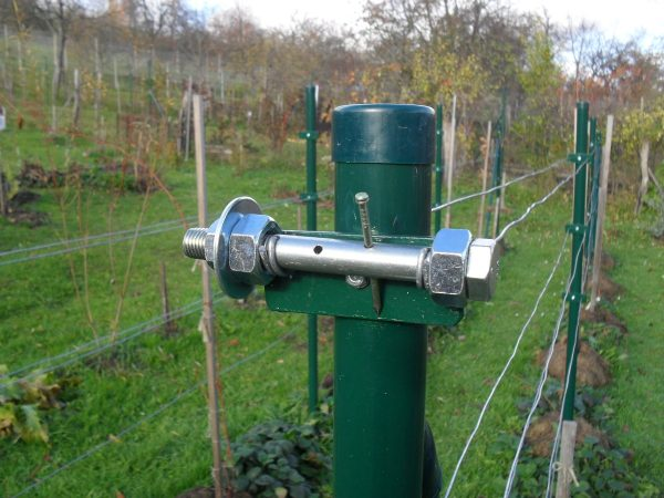 napínák drátu vinohradu