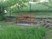 Odpočinková lavička se stolečkem