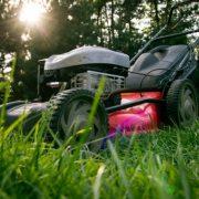 Vybíráme zahradní sekačku na trávu